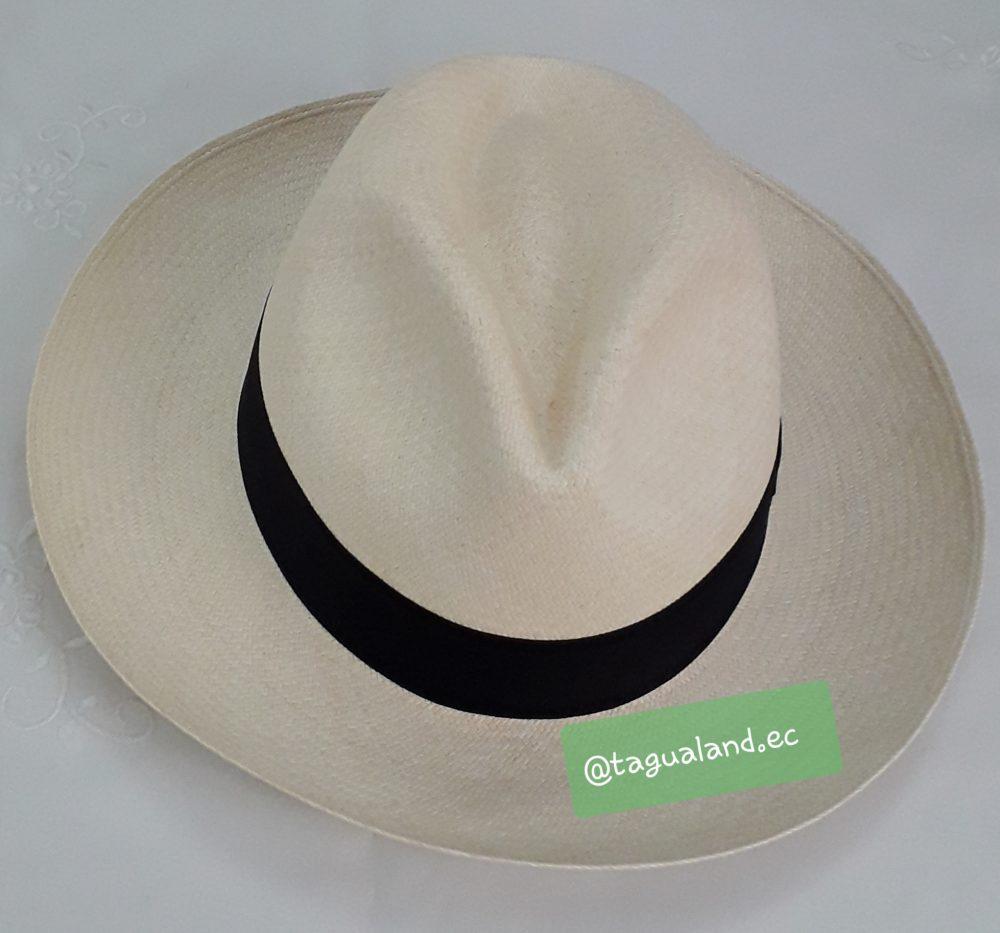 Colonial: Usado en tiempos de la Colonia. Su línea en medio remarcada facilita el enrollado del sombrero - Tallas S M L XL